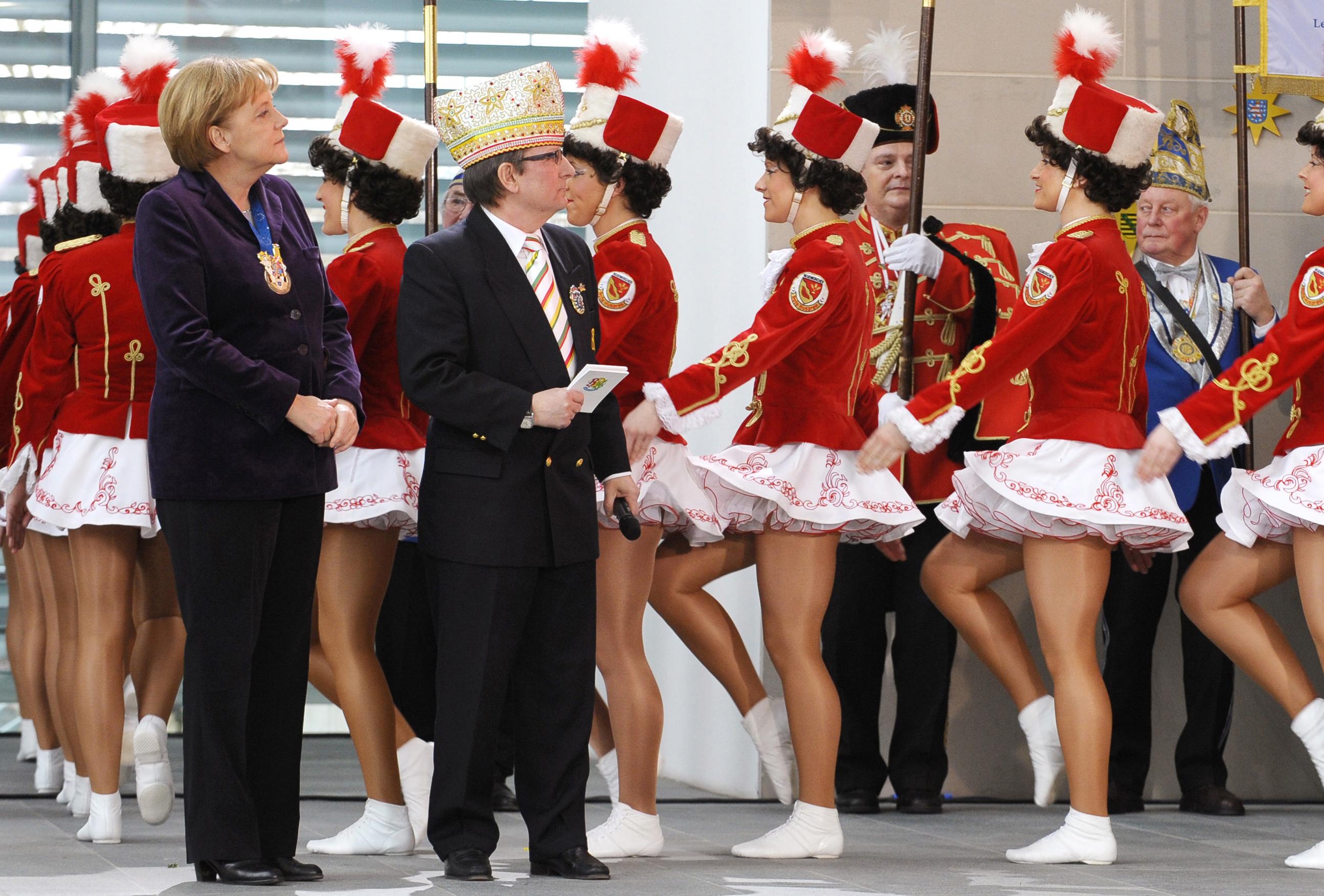 Merkel empfängt Karnevalisten