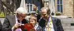 Bundespräsident Steinmeier mit kleinem Fan
